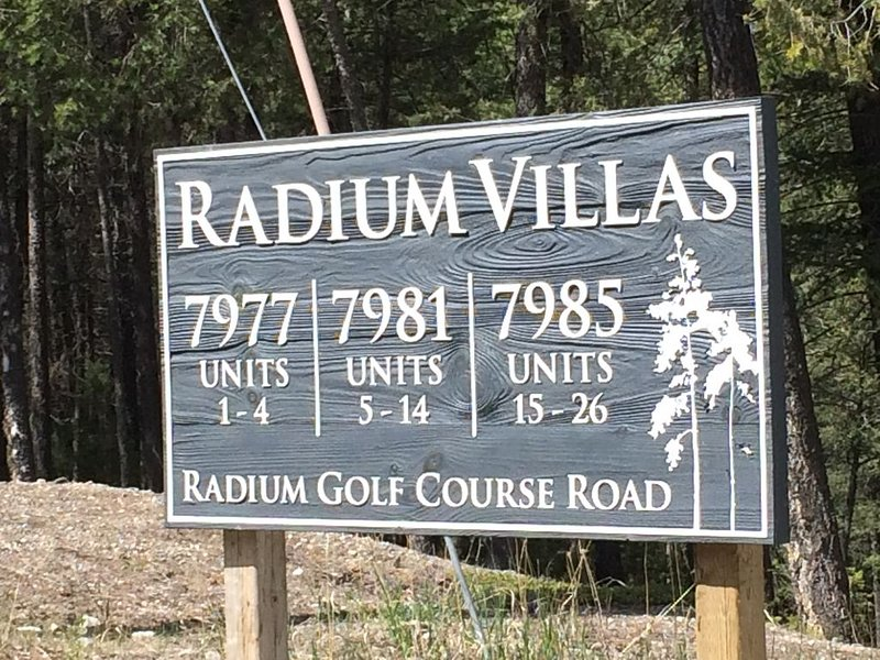 Relax in the country - best rate 7+ days, location de vacances à Radium Hot Springs