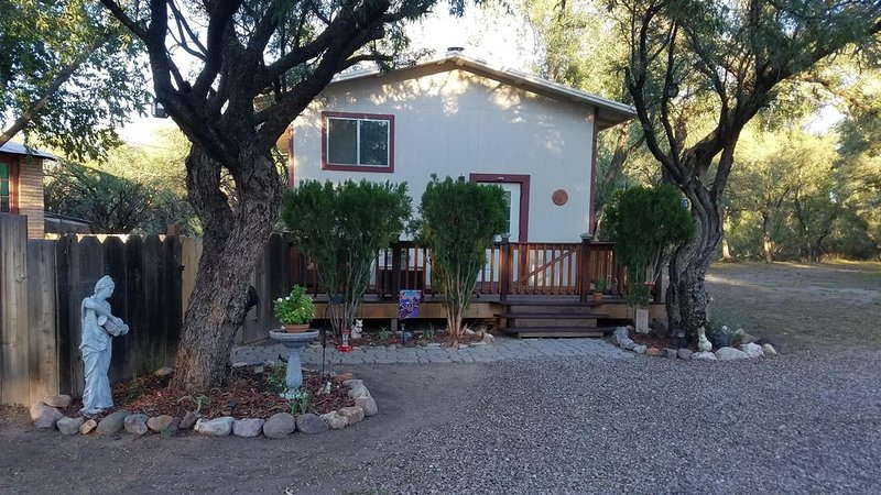 Come for the weekend or stay for months! Cozy and Secluded Hideaway., casa vacanza a Sierra Vista