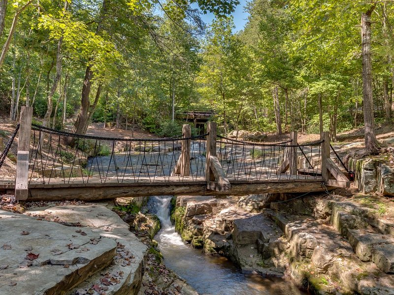 Trout Stream Resort Home & Guest Cabin/Pavilion and Water Falls in Rumbling Bald – semesterbostad i Lake Lure