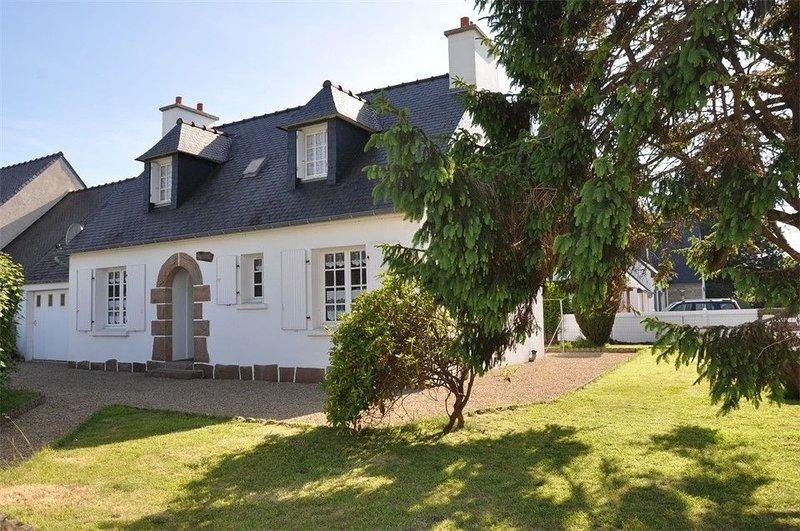 Maison à 400m de la mer avec jardin clos à TREGASTEL, casa vacanza a Tregastel