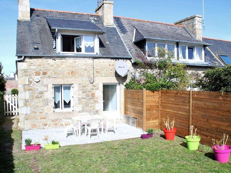 Maisonnette bretonne 100m de la mer avec jardin à TREGASTEL, casa vacanza a Tregastel