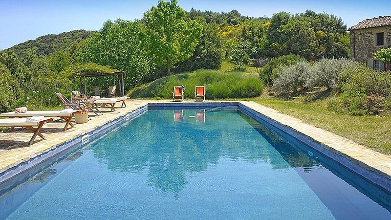 SPECTACULAR Nature Oasis Farmhouse w/ Hilltop Panoramic Views, Saltwater Pool, vacation rental in Castelnuovo dell'Abate