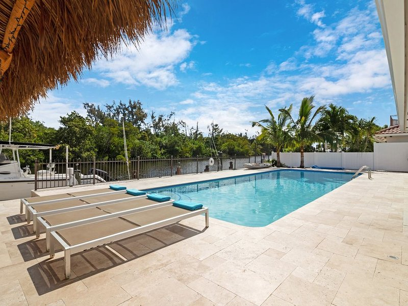 Waterfront Upscale Home 40'Heated Saltwater Pool Island View, alquiler vacacional en Boca Ratón