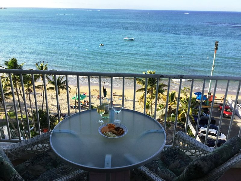 Private OCEANVIEW Condo - BEACHFRONT Stunning Views ~Isla Verde Beach- 2 Bedroom – semesterbostad i Carolina