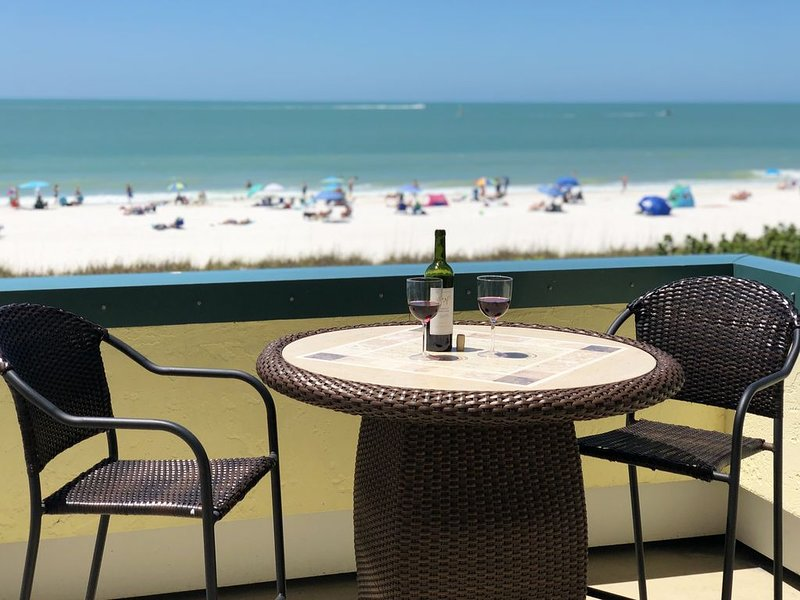 Our Beaches are Open!  Beachfront 1 Bed w/ Beautiful Gulf Views!, vacation rental in Marco Island