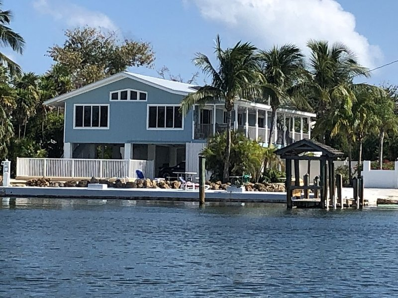 3/2 Gated Waterfront Home (Gulfside) w/ Private Ramp & Dock - Bring Your Boat!, holiday rental in Marathon