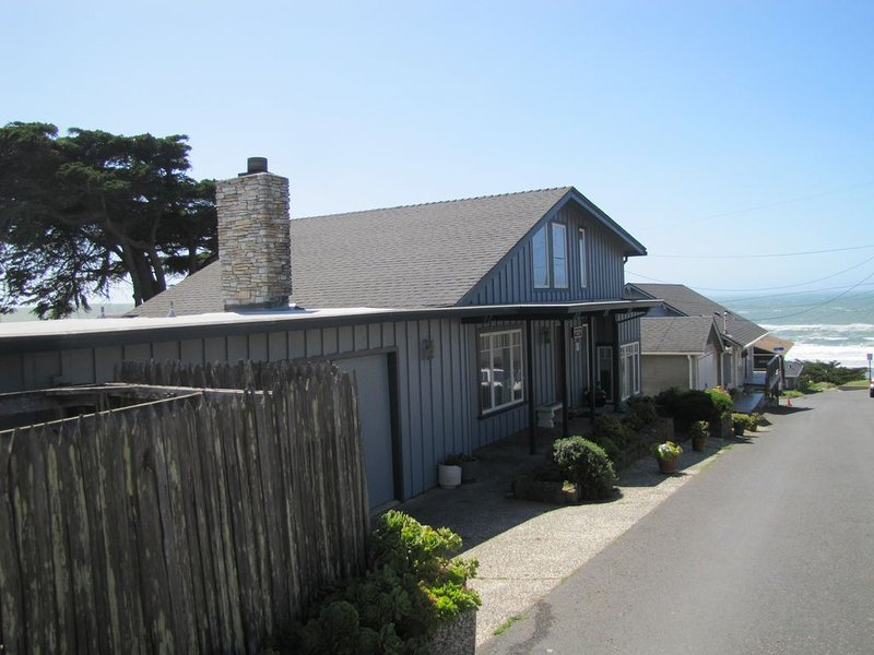 Spectacular Beach House Retreat, holiday rental in Dillon Beach