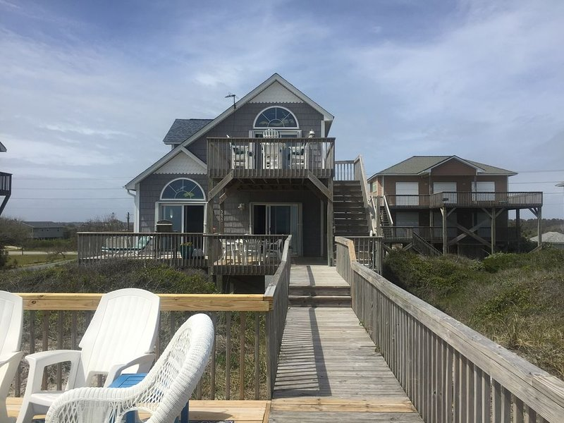 ***Dolphins  in your front yard and miles of sandy beach here at Double Dunes***, location de vacances à North Topsail Beach