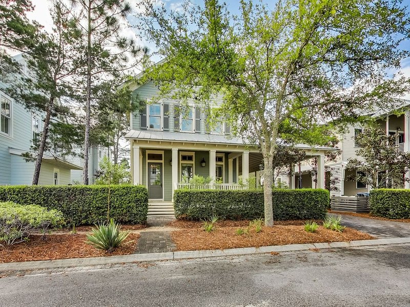 Lake District Home. Convenient to Frog Pool & Camp WaterColor. Bike to Beach!, casa vacanza a Seagrove Beach