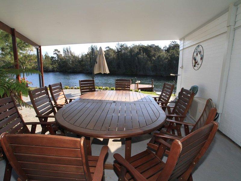 Lagoon Riverside Retreat, vacation rental in Wandandian