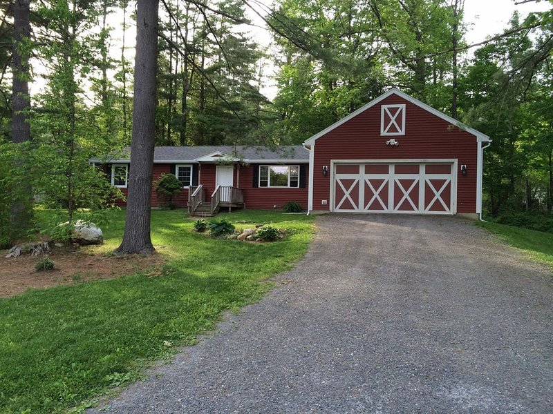 Great Barrington Retreat ! Booking for the Fall & Winter Now!, vacation rental in Berkshires