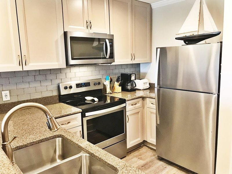 Excellent View, Newly Renovated, Pet Friendly, Top Floor, Beach Svs for 4, vacation rental in Miramar Beach