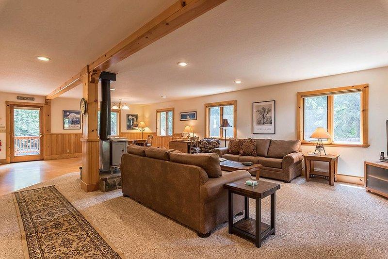 Celtic Lodge: 3 BR / 2.5 BA house/cabin in Homewood, Sleeps 8, location de vacances à Homewood