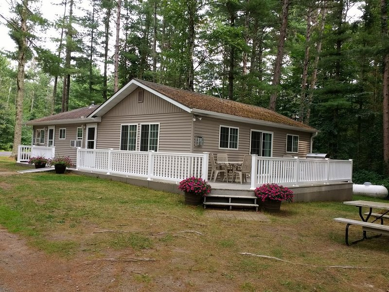 Charming Cabin on Long Lake; Near Golf Course, Ski & Atv Trails, vacation rental in Shell Lake