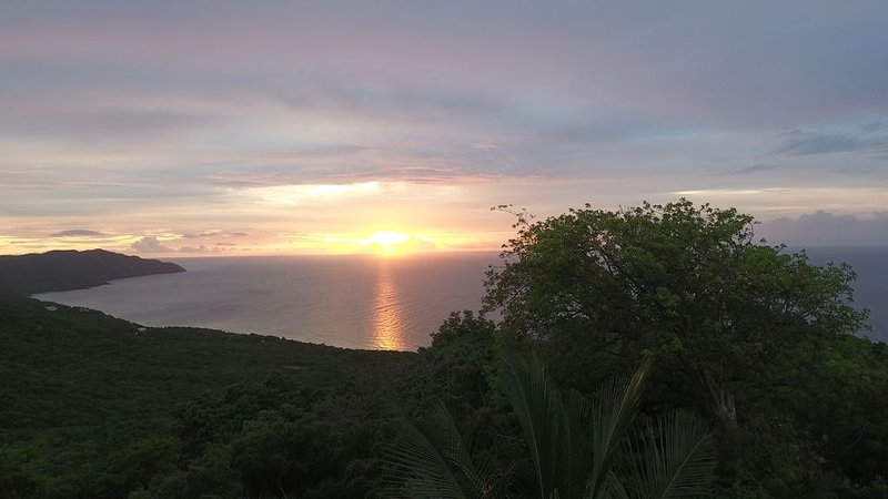 Beautiful mountain top cottage with a gorgeous view of the Caribbean Sea, vacation rental in Christiansted