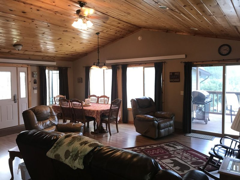 Centrally located to all Black Hills attractions! Best views of Hill City., vacation rental in Hill City