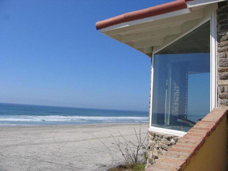Gated & Patrolled Oceanfront Villa w/ Private Beachfront Terrace, aluguéis de temporada em Baja California Norte