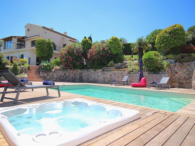 Vue mer panoramique, villa classée 5* Piscine chauffée Spa Billard ANTIBES, holiday rental in Antibes