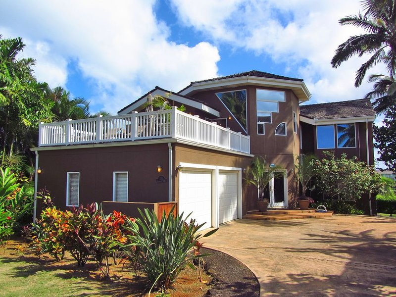 5 Bedroom Home With Open Plan, Ocean and Golf Course Views - Queens Bath Lookout, vacation rental in Princeville
