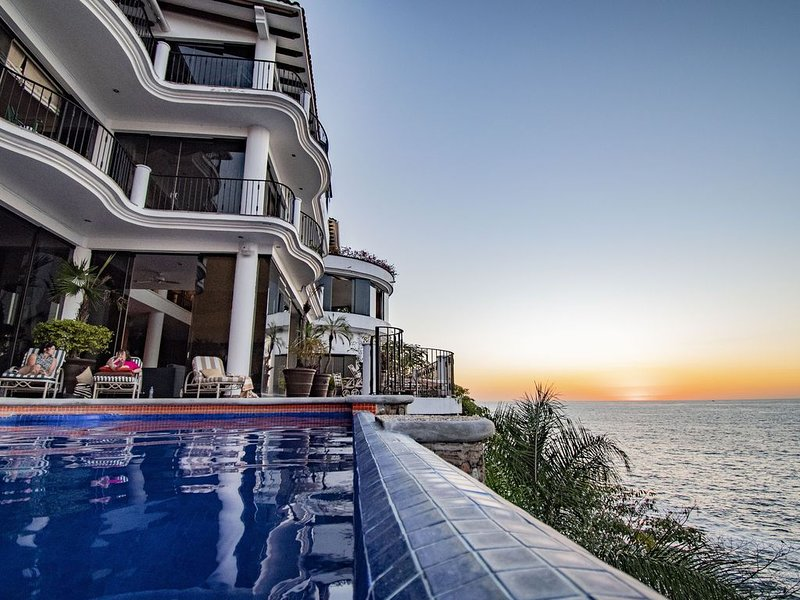 Amazing Ocean Front Villa, Heated Pool, Breathtaking Views, With Chef and Staff, vacation rental in Puerto Vallarta