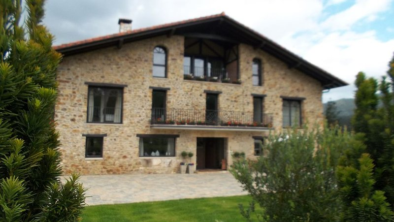 IN Offer .. In the heart of the Basque Country., casa vacanza a Eskoriatza