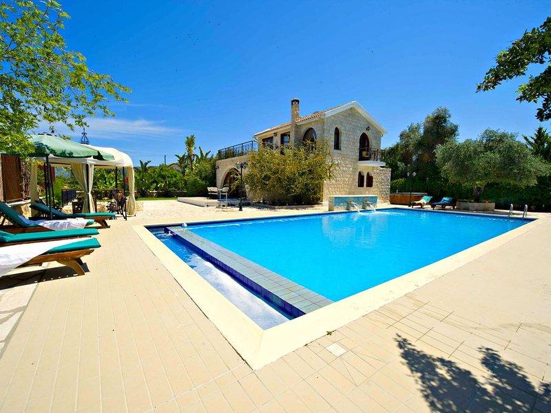 Argaka - Luxury 3 Bed Villa - Sea - Huge 14m x 7m Swimming Pool - Jacuzzi, vacation rental in Limni