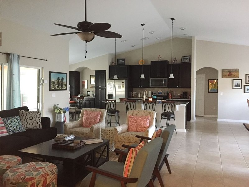 LOVELY INVITING  & CHIC POOL HOME IN GOLF COMM. CLOSE 2 FLAGLER BEACH!, alquiler vacacional en Crescent City