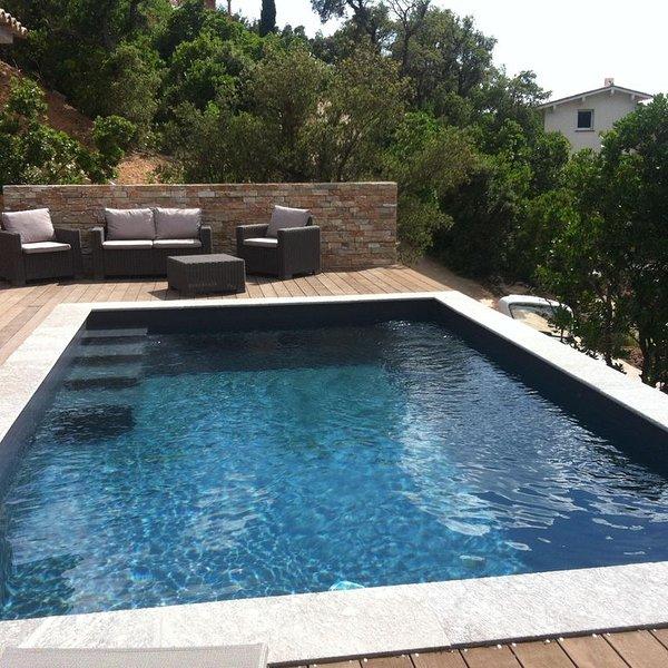 Villa  récente 2 chambres avec piscine privée à 5 mn des plages, holiday rental in Pinarellu
