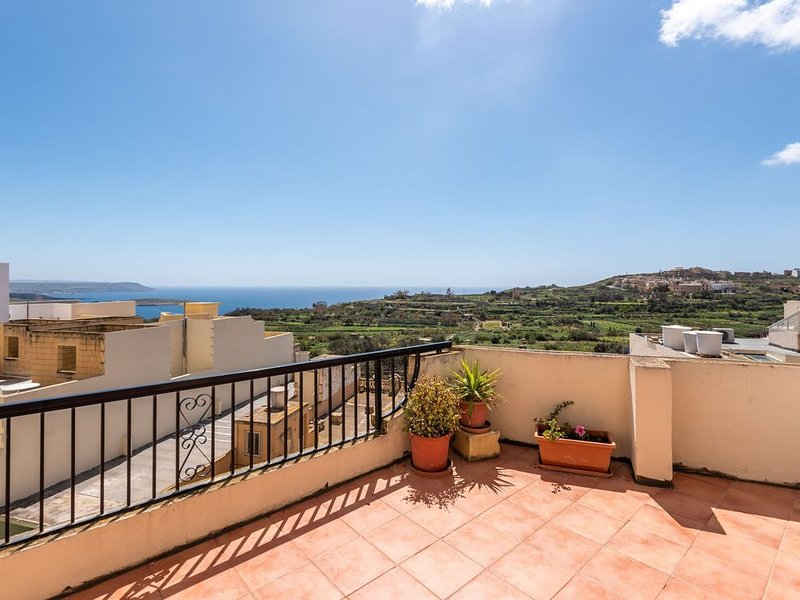 Mannija Penthouse - besonders attraktiv gelegen, 2 Terrassen, schöne Aussicht, location de vacances à Qala