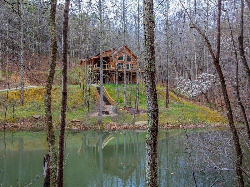 Gorgeous pet friendly property with 3 BR/3 BA cabin, multipule private acres, an, aluguéis de temporada em Chillicothe