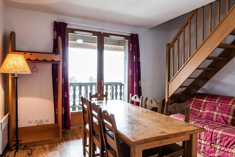 Résidence Le Bois De La Reine*** - 3 Pièces Cabine Duplex 6/8 Personnes, holiday rental in Besse-et-Saint-Anastaise