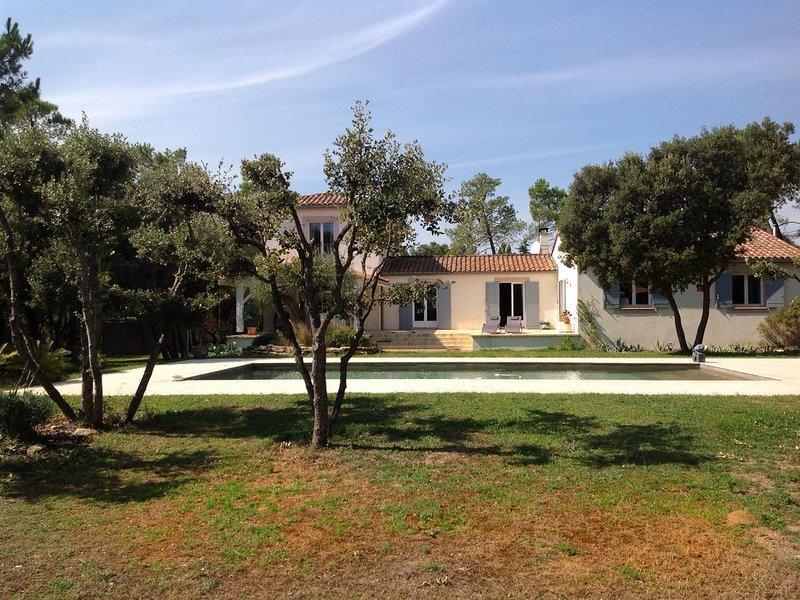 Maison à 4 km d'Uzès à Saint-Quentin-la-Poterie, holiday rental in Serviers-et-Labaume