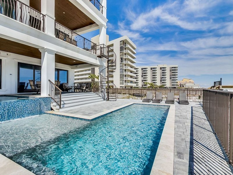 Gulf Front! Private Heated Pool! Game Room! 7 King Suites! Theater!, vacation rental in Miramar Beach