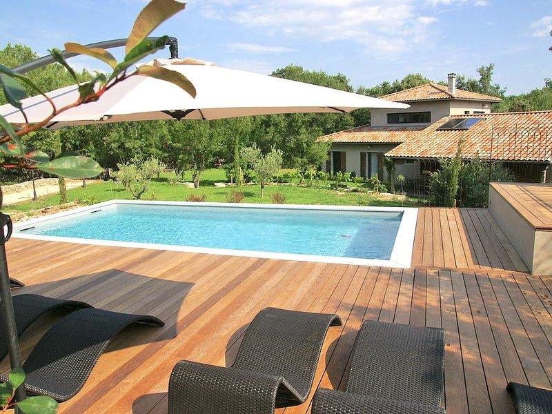 Maison de charme avec un jardin magnifique et une piscine privée, casa vacanza a Saint-Paul-le-Jeune