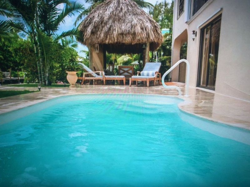 Beautiful Islamorada Vacation rental pool home with private beach!!!, location de vacances à Long Key