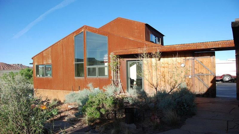 Amazing views to Zion NP & local cliffs with access to Virgin River. Very quiet, casa vacanza a Virgin