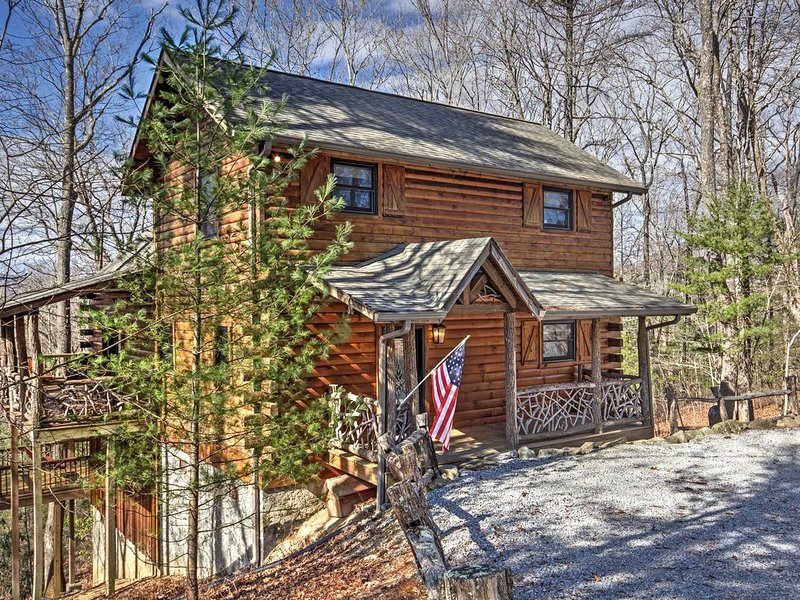 Beautiful Cabin, Club Access. Booking Thanksgiving now!, location de vacances à Jackson County