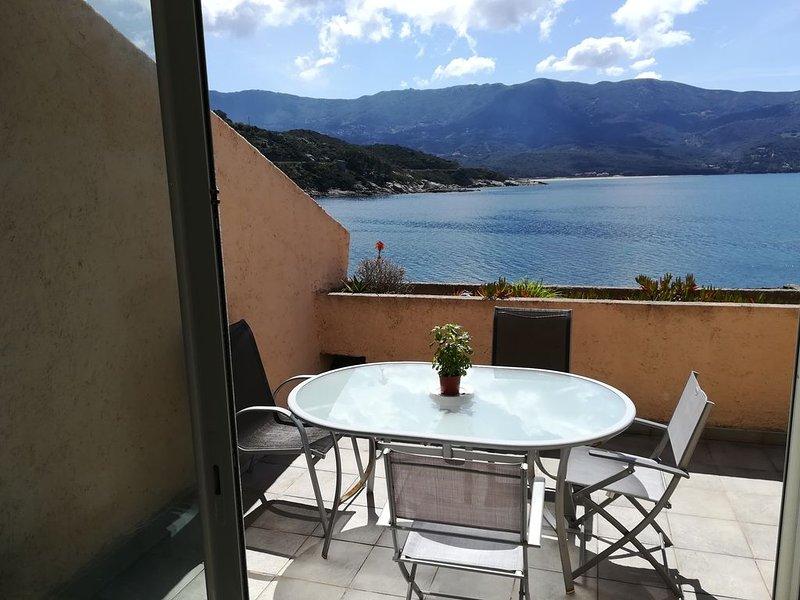 Superbe appartement pieds dans l'eau, holiday rental in Casaglione