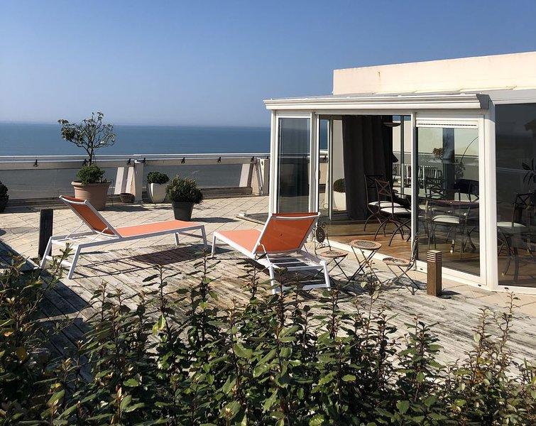 Pieds dans l'eau, dernier étage avec très grande terrasse, vue mer imprenable, aluguéis de temporada em Saint-Jean-de-Monts