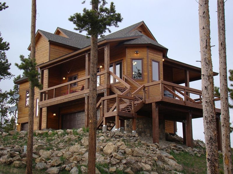 Secluded Luxury Rocky Mountain Retreat with unrivaled views/Sleeps 14, location de vacances à Tabernash
