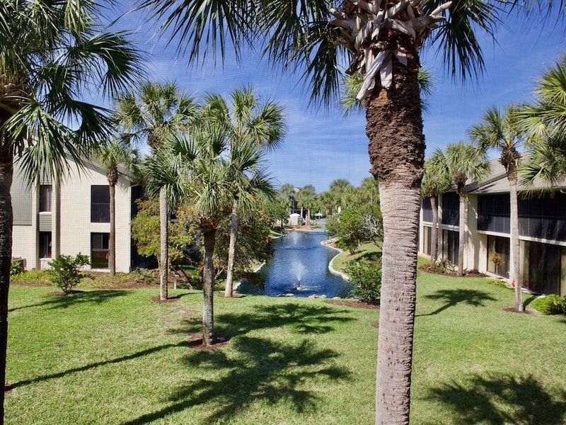 Comfortable Silver-rated condo with easy beach access!, vacation rental in Saint Augustine Beach
