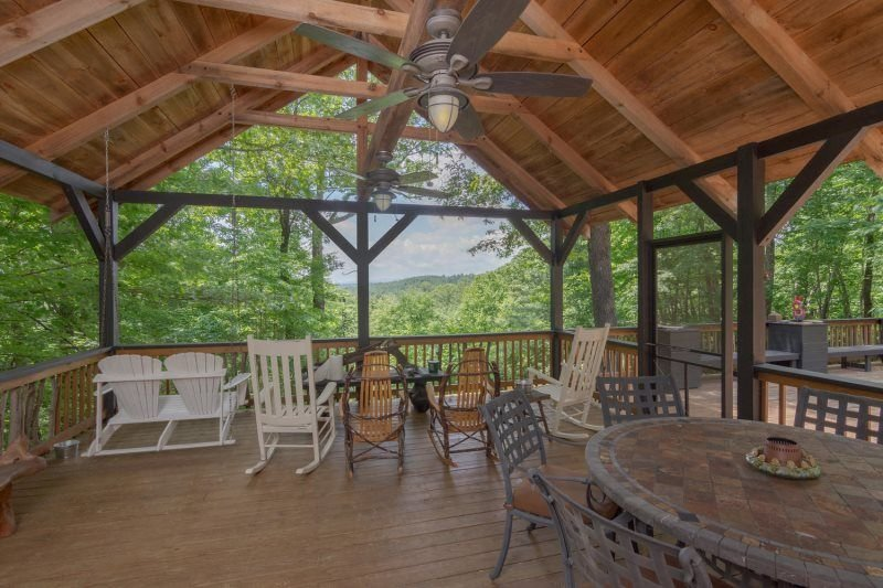 Large Deck, Backyard is DuPont Forest, holiday rental in Penrose