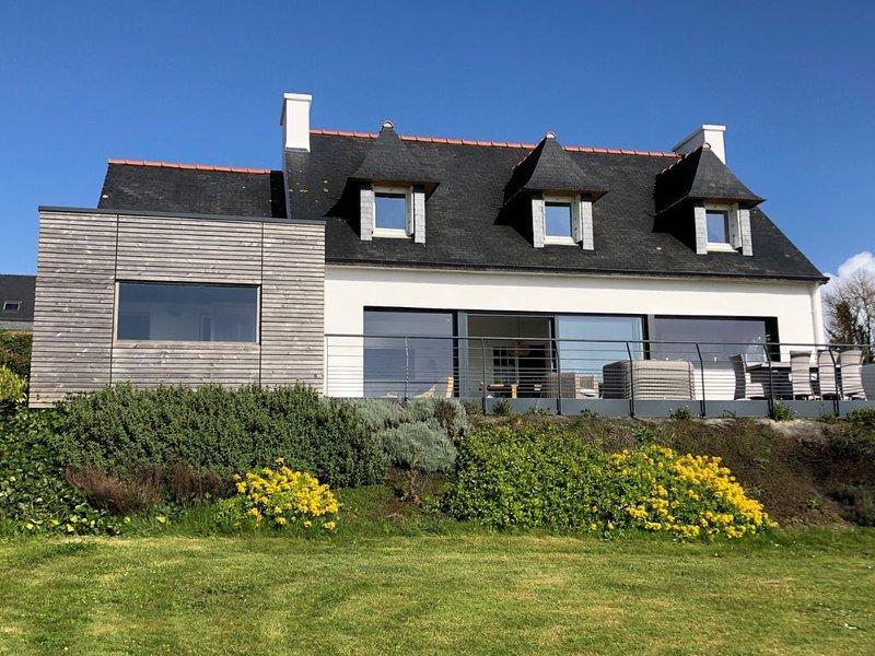 Villa KERLE, 8 personnes, vue mer panoramique, vacation rental in Telgruc-sur-Mer