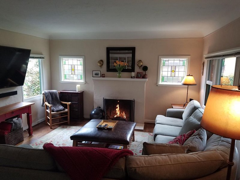 Charming San Roque Cottage Walking Distance to Everything, vacation rental in Santa Barbara