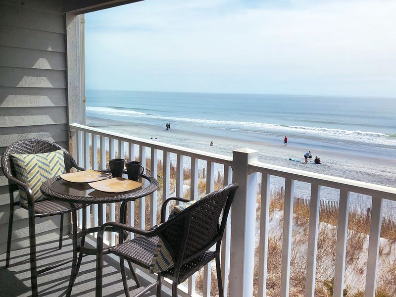 2020 Season 2bd 2bath OCEANFRONT Condo in Desirable Surfside Beach, location de vacances à Surfside Beach