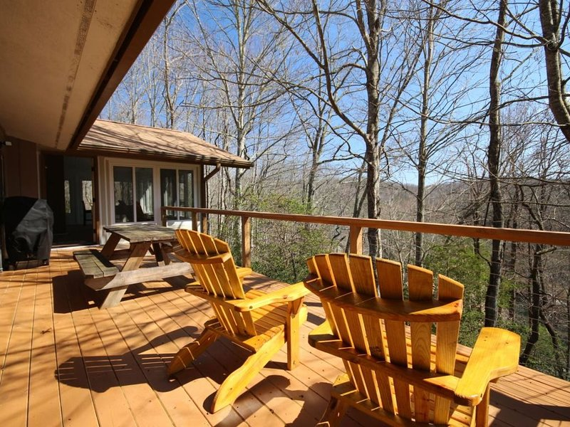 Open Deck, plenty of chairs, winter lake view