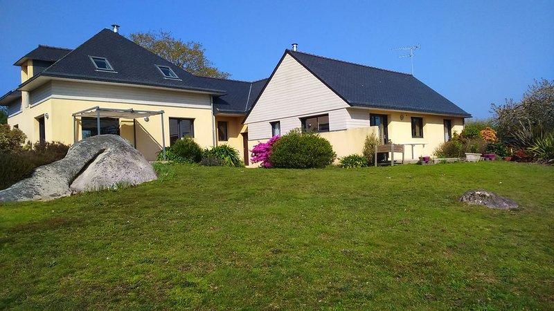 Maison  lumineuse pour 4/5 personnes sur jardin de 3000 m, meublé de tourisme3*, location de vacances à Tregunc