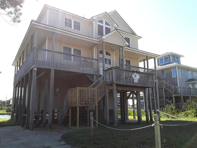 Family Friendly Canal Front Beach Home--Pet Friendly/Hot Tub/Rec room, holiday rental in Frisco