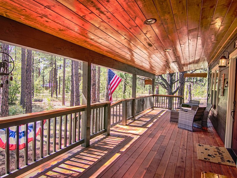 White Mountain Retreat w/ Jacuzzi - check out our video!, vacation rental in Pinetop-Lakeside