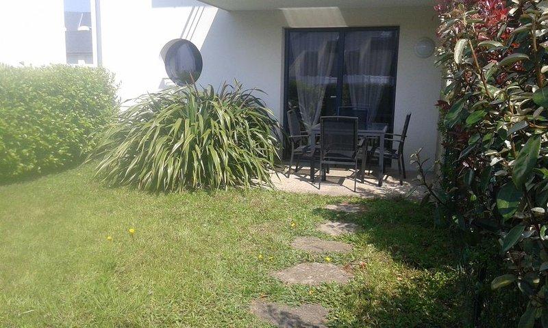 Appartement T3 avec terrasse et jardin privatif, proche plage, WIFI, alquiler vacacional en Melgven